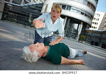Passerby with unconscious senior woman asking for First Aid help