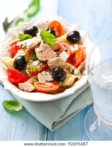 Pasta salad with cherry tomatoes and tuna