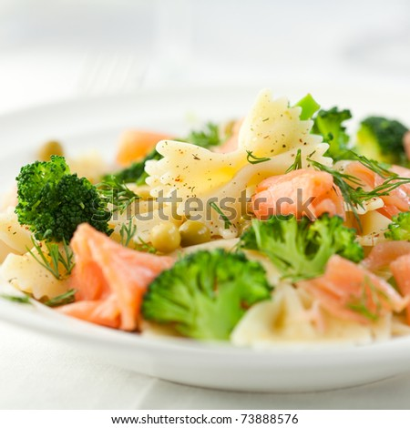 Pasta salad with smoked salmon and broccoli