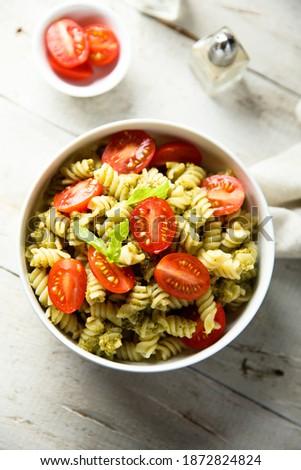 Pasta salad with tomato and pesto Zdjęcia stock ©