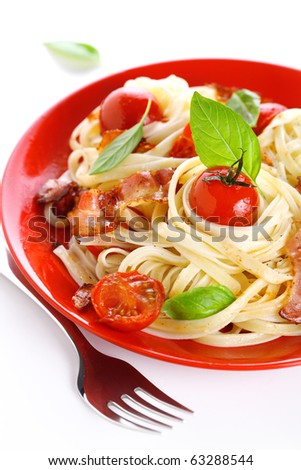 Pasta with cherry tomato and bacon