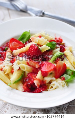 pasta with fresh strawberry and basil