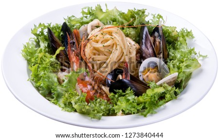 pasta with olive and seafood