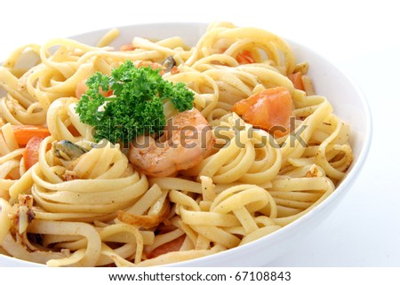 pasta with shrimps, seasoned with tomato sauce