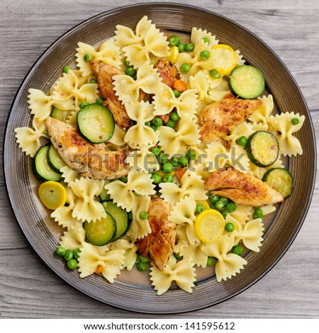 Pasta with zucchini and chicken