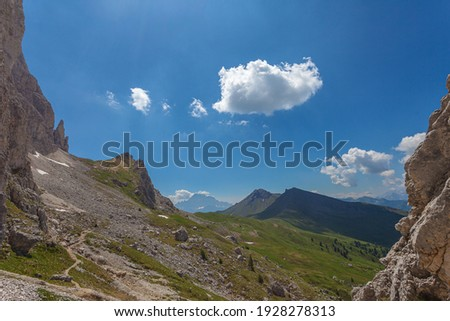 Path at the base of the imposing western face of Mount Settsass with Col di Lana peaks in the background, Dolomites, Italy Foto d'archivio ©