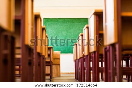 Path between desks in a classroom