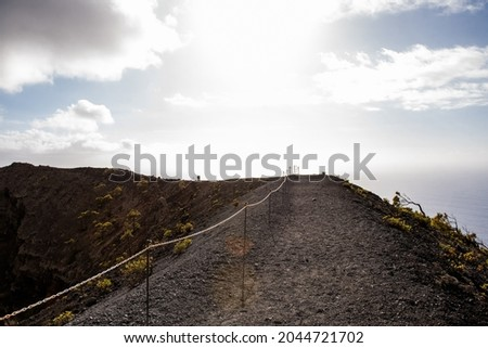 Path over lava and mouth of some of the volcanoes, before eruption in Cumbre Vieja Natural Park, Canary Islands, Spain Foto stock ©