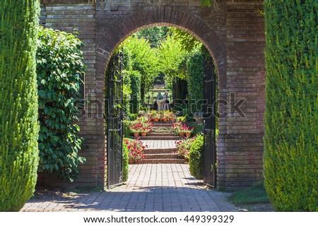 stock photo path through an arched gateway to an english walled garden 449399329 - Каталог — Фотообои «Балконы, арки»