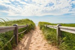 Path to the beach at Basin Head (Point East Coastal Drive, Prince Edward Island, Canada)