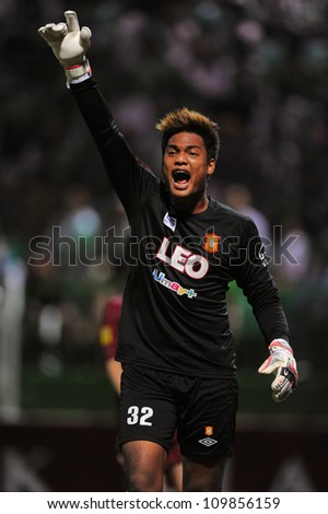 PATHUMTHANI,THAILAND-APRIL 7:Kritsakorn Kerdpol (GK) in action during Thai Premier League between Bangkok Glass FC and Insee Police UTD.at Leo Stadium on April 7,2012in PathumThani,Thailand