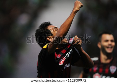 PATHUMTHANI,THAILAND-2 SEPTEMBER:Teerasil Dangda of SCG Muangthong Utd celebrates after scoring during Thai Premier League between BG FC.and SCG Muangthong Utd.at Leo Stadium on Sep 2,2012 in Thailand
