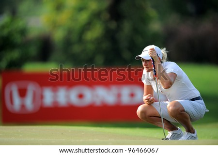 PATTAYA,THAILAND-FEB 16:Suzann Pettersen of the Norway  lines up prior to putting during the first round the Honda LPGA 2012 on February 16,2012 at Siam Country Club in Pattaya,Thailand