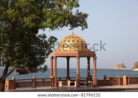 Pavilion mit golden cupola at the Corniche of Muttrah, Sultanate of Oman
