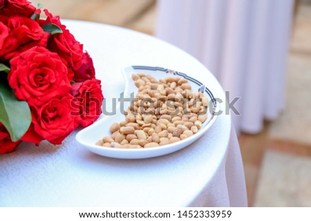 Peanuts and Groundnuts dry peeled