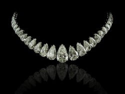 Pear diamonds necklace