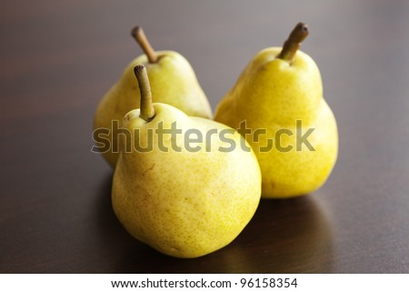pear lying on a wooden table