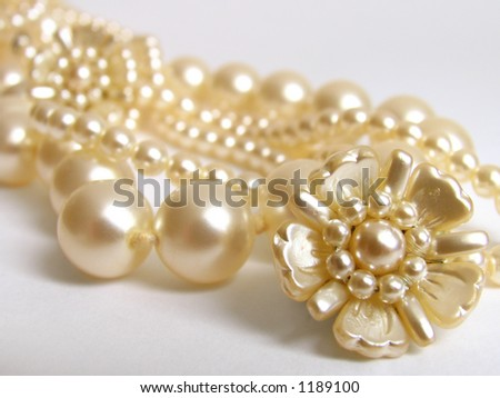 pearls beads and clips #1189100