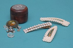Pearls hair pins with diamond brooch and wooden jewelry box for fashion accessories