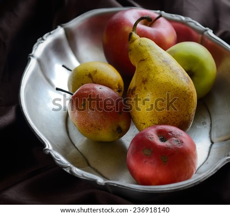 pears and apples on the spacing