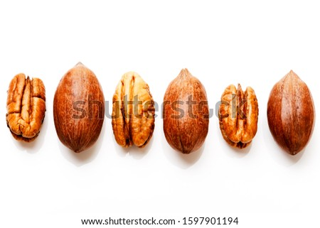 Pecans with and without shells