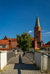 Pedestrian bridge with view to cathedral