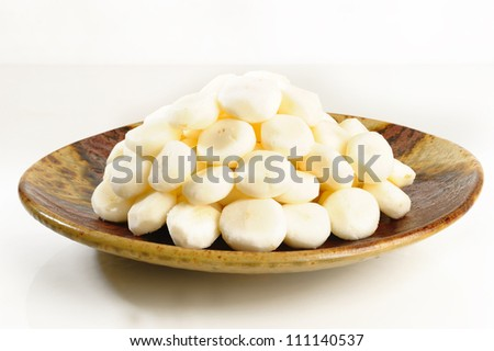 Peel raw chinese water chestnut on dish