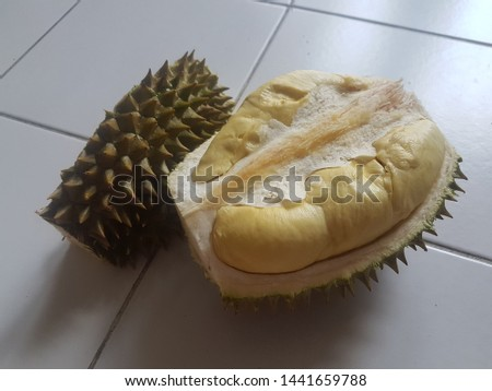 Peeled Long Lub Lae durian, The most famous and expensive durian in Thailand Zdjęcia stock ©