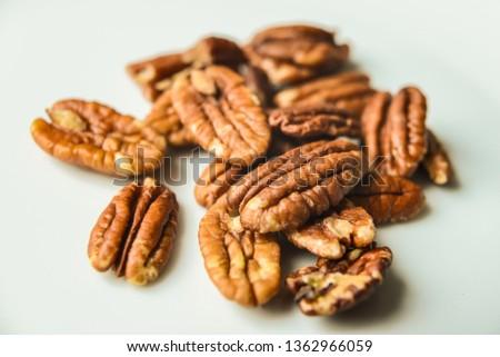 pekan nuts on a white plate Zdjęcia stock ©