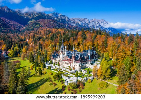 Peles castle in autumn. Sinaia, Prahova county, Romania. Foto stock ©