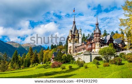Peles castle Sinaia in autumn season, Transylvania, Romania protected by Unesco World Heritage Site Foto stock ©