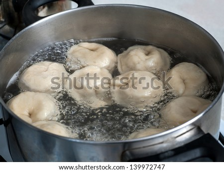 pelmeni in boiling water