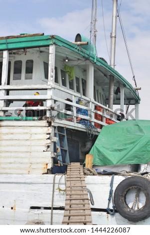 people activities on the boat at Pelabuhan Sunda Kelapa (Sunda Kelapa Harbor)  #1444226087