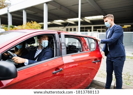 People Carpooling And Car Sharing With Face Masks Foto stock ©