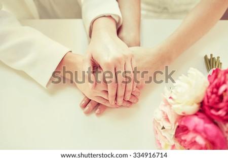 MARISA: Close up lesbian massage table action