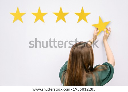 people puts star rating. concept of reviews five stars. and Testimonials, rating, feedback, survey and quality and review. Photo stock ©