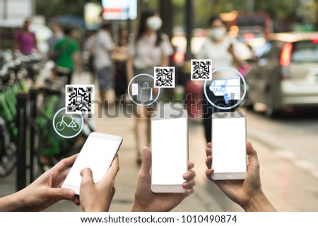 people use QR code payment in daily life , cashless social with fin tech #1010490874