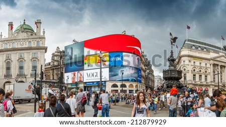 people visit piccadilly circus...