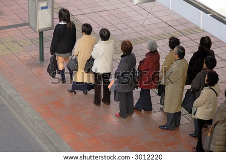 People waiting for the bus in a city.