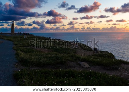 People watching the sunset at the Cabo da Roca (Roca Cape) in Sintra, Portugal. Foto stock ©