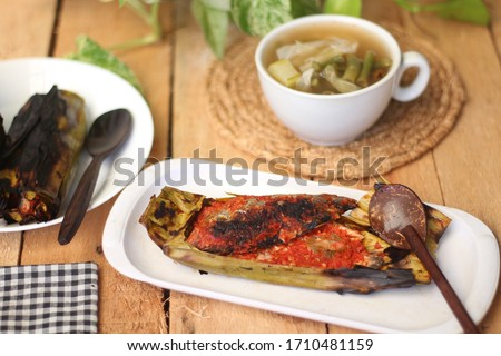 pepes is a typical way from West Java to process food (usually for fish) using banana leaves to wrap  seasonings. This package is then burned (pressed) on the ember from the charcoal until it dries Foto d'archivio ©