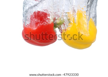 Pepper fruit into the water the moment, more similar to the style of pictures in my home page