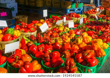 Peppers and other vegtables on sale in the Jean-Talon Market Market, Little Italy district, Montreal, Quebec, Canada Photo stock ©