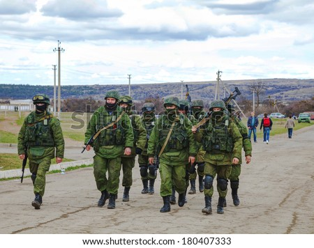 PEREVALNE UKRAINE MARCH 5 Russian soldiers marching on March 5 2014 in Perevalne Crimea Ukraine On February 28 2014 Russian military forces invaded Crimea peninsula
