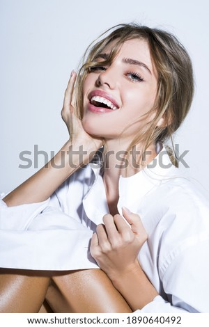 Perfect shiny smile. A happy laughing young woman with perfect skin, natural make-up and a beautiful smile. Female portrait with bare shoulders on a white background Foto stock ©
