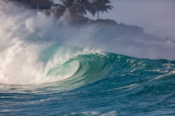 perfect surfing wave in hawaii