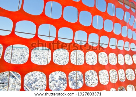 Perforated safety orange plastic grid to delimit construction site areas. Foto d'archivio ©