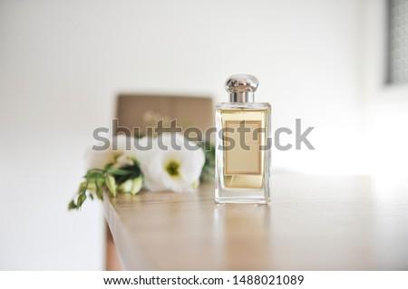 Perfume bottle on light wooden table. Foto stock ©