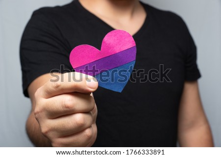 person showing a bisexual heart Stockfoto ©