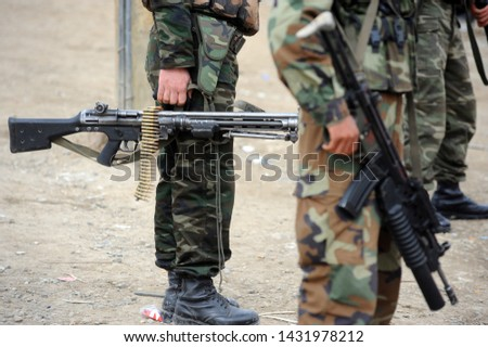 Persons under the obligation of military service (private and private) and those who joined the armed forces by special laws and who carry a formal dress #1431978212